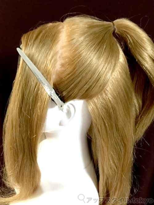 ベルの髪型の作り方のブロッキングを解説しています。
