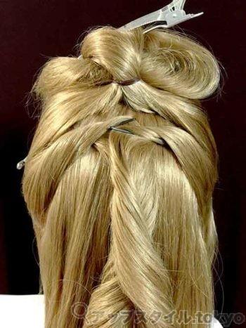 ベルの髪型手順1の解説の補助をする画像です。