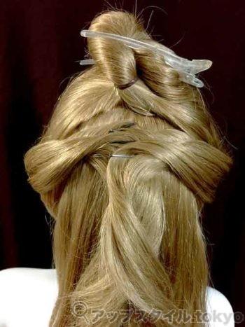 ベルの髪型手順2の解説の補助をする画像です。